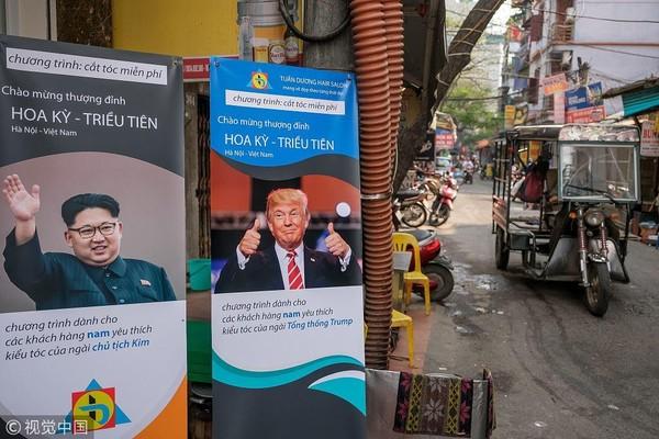 Salon tóc Tuấn Dương tại Hà Nội đề xuất cắt tóc miễn phí cho những ai muốn tạo kiểu giống kiểu tóc Tổng thống Mỹ Donald Trump hoặc lãnh đạo Triều Tiên Kim Jong-un. Ảnh: VCG