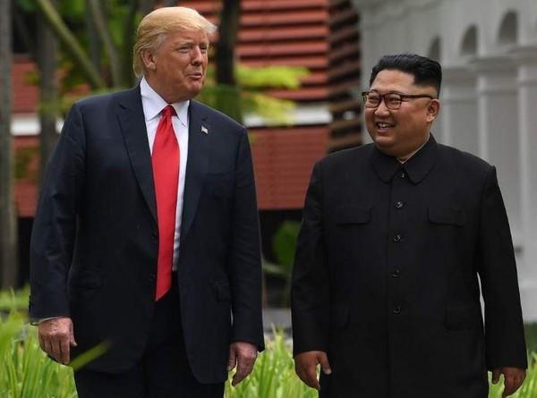 Tổng thống Mỹ Donald Trump (phải) và lãnh đạo Triều Tiên Kim Jong-un (trái) sẽ ăn tối chung vào ngày 27-2. Ảnh: AFP