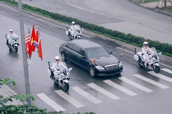 Xe chở lãnh đạo Triều Tiên Kim Jong-un được hộ tống về Hà Nội sáng nay. Ảnh: TTXVN