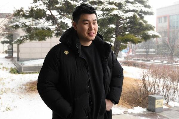 Anh Min Heung-ki, 33 tuổi quan tâm đến quan hệ liên Triều sau kỳ thượng đỉnh Mỹ-Triều tại Hà Nội. Ảnh: AFP