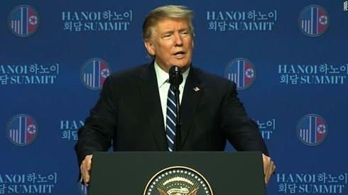 Tổng thống Mỹ Donald Trump họp báo sau thượng đỉnh Mỹ-Triều ngày 28-2. Ảnh: CNN