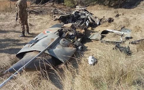 Xác chiếc máy bay chiến đấu Ấn Độ bị Pakistan bắn rơi ngày 27-2. Ảnh: AP
