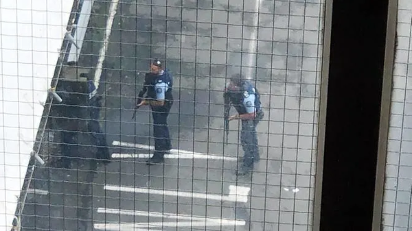 Cảnh sát tại hiện trường xả súng ở nhà thờ Masjid al Noor. Ảnh: AFP