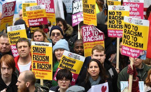 Biểu tình ở London (Anh) ngày 16-3, phản đối vụ xả súng ở New Zealand. Ảnh: AP