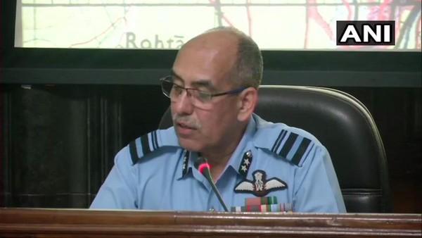 Phó Nguyên soái Không quân Ấn Độ RGK Kapoor nói có bằng chứng không thể bác được rằng Ấn Độ đã bắn rơi 1 chiếc F-16 của Pakistan. Ảnh: ANI