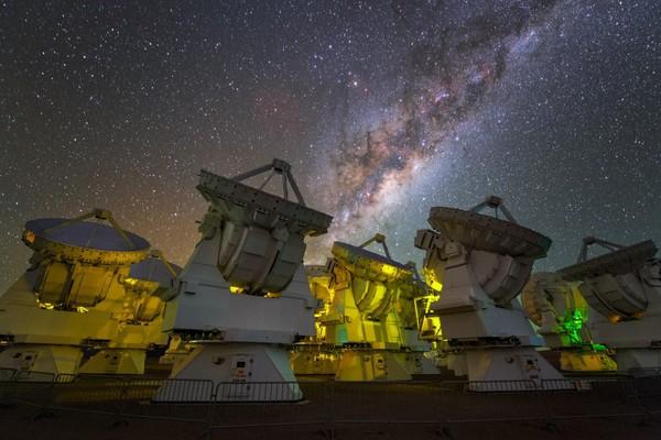Kính viễn vọng được triển khai ở Chile trong dự án EHT. Ảnh: ESO