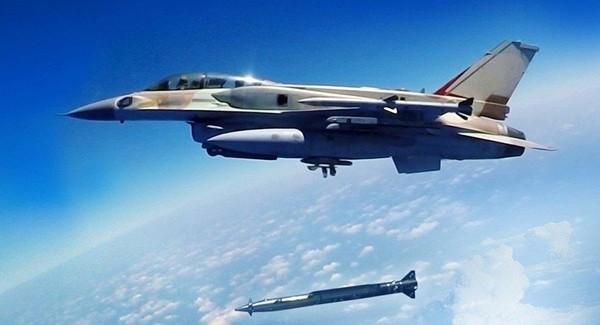 Tên lửa siêu thanh không đối đất Rampage chuẩn bị phóng đi từ máy bay chiến đấu đa năng F-16 của Israel. Ảnh: ISRAEL MILITARY INDUSTRIES