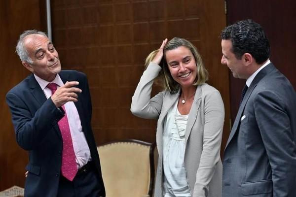 Đại sứ EU tại Cuba Alberto Navarro (trái) và Đại diện cấp cao về Các vấn đề đối ngoại và Chính sách An ninh EU Federica Mogherini (giữa) tại Cuba năm 2018. Ảnh: EPA