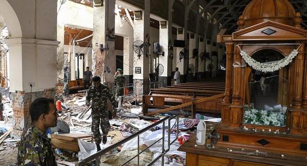 Hiện trường vụ nổ bom tại nhà thờ Thánh Anthony ở thủ đô Colombo (Sri Lanka) ngày 21-4. Ảnh: AP