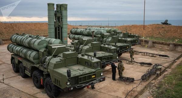 Hệ thống tên lửa phòng không S-400 của Nga. Ảnh: SPUTNIK