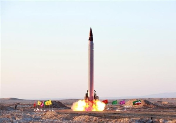 Iran thử tên lửa đạn đạo dẫn đường. Ảnh: JERUSALEM POST