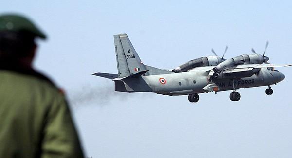 Máy bay vận tải quân sự AN-32 của Không quân Ấn Độ. Ảnh: REUTERS
