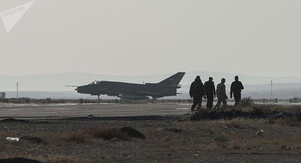Máy bay chiến đấu Su-22 ở căn cứ không quân T-4 của Syria ở tỉnh Homs. Ảnh: SPUTNIK