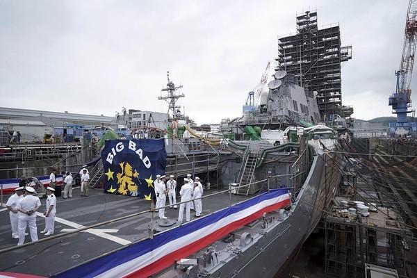 """Tàu khu trục USS John McCain lớp Arleigh Burke thuộc Liên đội tàu khu trục 15 của Hạm đội 7 Hải quân Mỹ, hiện đang đậu tại căn cứ hải quân Yokosuka (Nhật). Ảnh"""" POLITICO"""