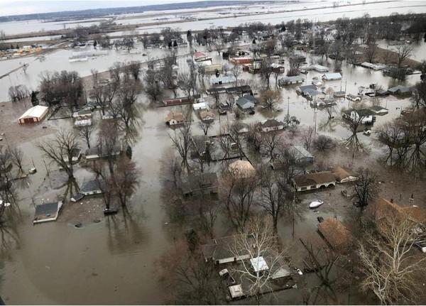 Lụt nặng ở TP Percival, bang Iowa (Mỹ) ngày 29-3. Ảnh: REUTERS
