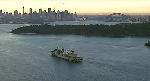 Tàu vận tải đổ bộ Louma Hu lớp 903 của quân đội Trung Quốc di chuyển ở cảng Sydney ngày 3-6. Ảnh: SPUTNIK