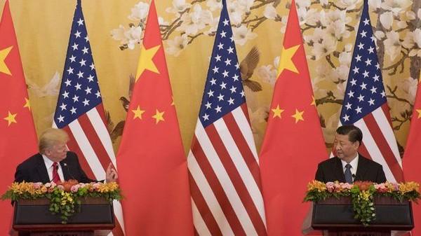 Chưa biết cuộc chiến thương mại Mỹ-Trung tiến triển gì thêm khi Tổng thống Mỹ Donald Trump (trái) và Chủ tịch Trung Quốc Tập Cận Bình (phải) dự kiến sẽ gặp nhau tại hội nghị các lãnh đạo G20 ở Nhật cuối tháng này. Ảnh: GETTY IMAGES