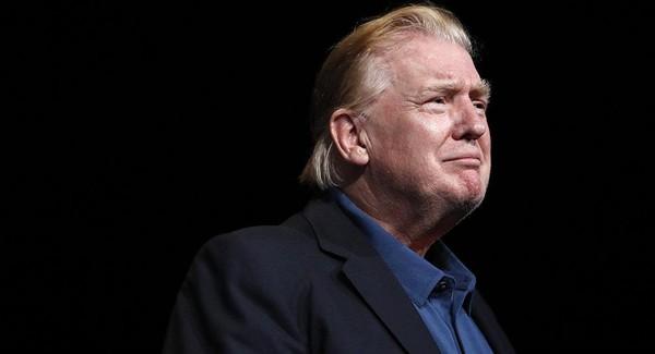Ông Trump trong buổi lễ nhà thờ ở thị trấn Vienna, bang Virginia (Mỹ) ngày 2-6. Ảnh: AP