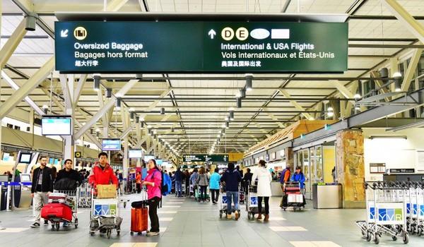 Các luật sư của bà Mạnh Vãn Châu nói bà bị các nhân viên biên phòng tạm giữ bất hợp pháp tại sân bay quốc tế Vancouver. Ảnh: SHUTTERSTOCK