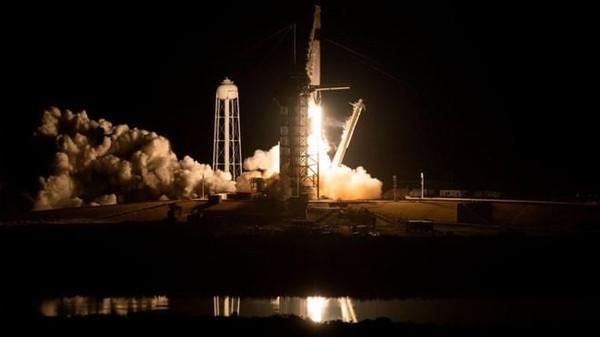 Tàu Crew Dragon của SpaceX được phóng lên Trạm Vũ trụ Quốc tế hồi tháng 3. Ảnh: AFP