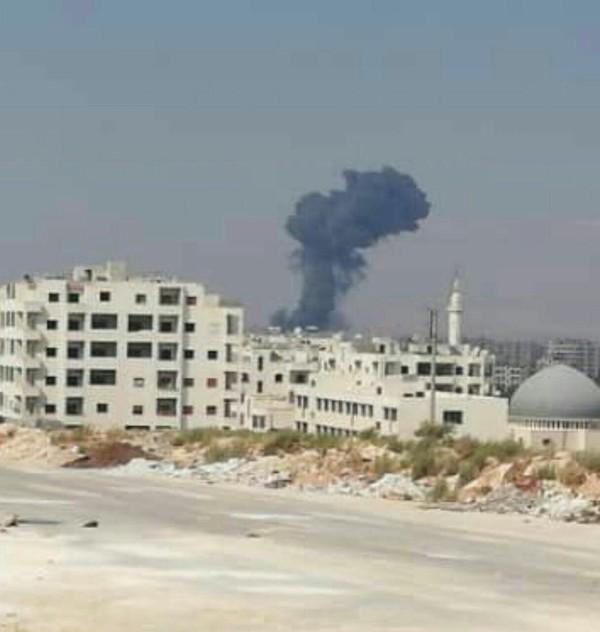 Hình ảnh Mỹ không kích tại tỉnh Idlib (Syria) xuất hiện trên Twitter.