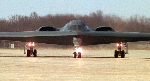 """Việc triển khai 3 chiếc B-2 đến Anh là """"một thông điệp rất mạnh"""" gửi đến các kẻ địch của Mỹ về năng lực của Mỹ và của NATO. Ảnh: THE AVIATION GEEK CLUB"""