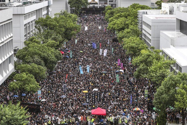 Hàng ngàn học sinh sinh viên bãi khóa ngày 2-9. Ảnh: SCMP