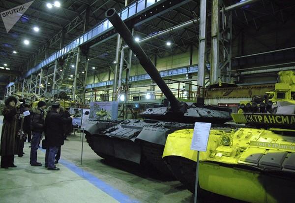"""""""Chiến tăng bay"""" T-80BV của Nga. Ảnh: SPUTNIK"""