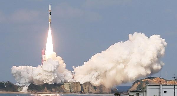 Tên lửa H-2A chở vệ tinh thời tiết Himawari-9 được phóng tại Trung tâm Không gian Tanegashima ngày 2-11-2016. Ảnh: AFP