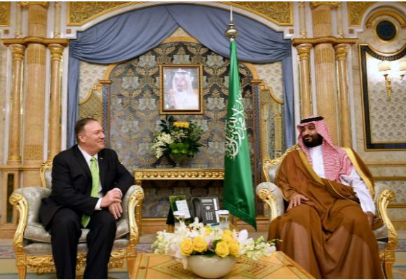 Ngoại trưởng Mỹ Mike Pompeo trong cuộc gặp với Thái tử Mohammed bin Salman của Saudi Arabia ngày 18-9. Ảnh: REUTERS
