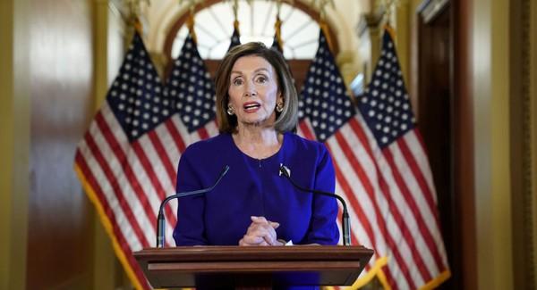 Chủ tịch Hạ viện Mỹ Nancy Pelosi thông báo Hạ viện sẽ mở một cuộc điều tra chính thức về khả năng luận tội Tổng thống Mỹ Donald Trump, sau cuộc họp kín của các thành viên Hạ viện Dân chủ ở Quốc hội Mỹ ngày 24-9. Ảnh: REUTERS