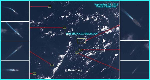 Bức ảnh vệ tinh được thuyết minh là tàu sân bay USS Ronald Reagan của Mỹ bị nhiều tàu chiến Trung Quốc bao vây ở biển Đông. Ảnh: TWITTER