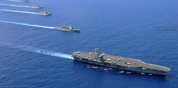 Đội tàu Mỹ trong một lần di chuyển trên biển Đông. Ảnh: SPUTNIK