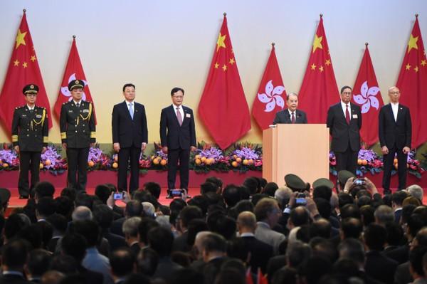 Tổng Thư ký Hành chính Hong Kong Matthew Cheung (thứ ba bên phải) phát biểu trong lễ kỷ niệm Quốc khánh Trung Quốc 1-10. Ảnh: AFP