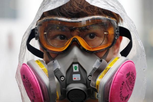 Người Hong Kong sẽ không được mang mặt nạ khi đi biểu tình. Ảnh: SCMP