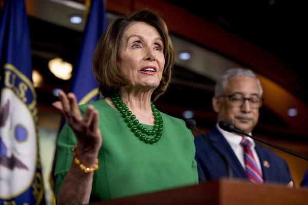 Chủ tịch Hạ viện Nancy Pelosi phát biểu tại thủ đô Washington (Mỹ) ngày 15-10. Ảnh: AP