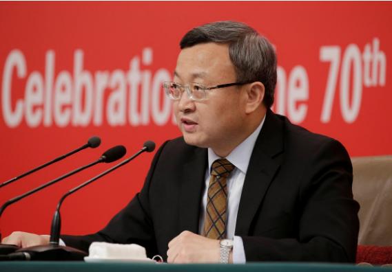 Thứ trưởng Thương mại, Phó Đại diện Thương mại Quốc tế Trung Quốc Vương Thụ Văn khẳng định Trung Quốc sẽ dỡ bỏ rào cản với đầu tư nước ngoài và thôi buộc công ty nước ngoài chuyển giao công nghệ cho Trung Quốc. Ảnh: REUTERS