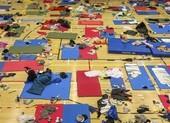 Hong Kong: 100 người trong trường quyết không nộp mình dù đói