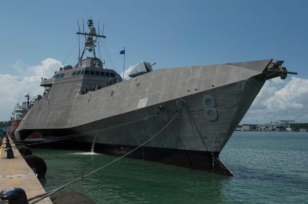 Tàu tác chiến duyên hải USS Montgomery của Hải quân Mỹ đậu tại căn cứ hải quân Changi (Singapore). Ảnh: US NAVY