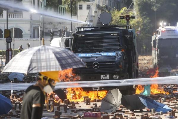 """Bộ trưởng Ngoại giao Trung Quốc Vương Nghị cáo buộc Mỹ """"can thiệp thô bạo"""" vào chuyện nội bộ của Trung Quốc. Ảnh: SCMP"""