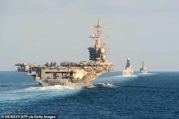 Tàu sân bay USS Abraham Lincoln Mỹ lần đầu tiên được Mỹ triển khai đến eo biển Hormuz sau khi đến Trung Đông hồi tháng 5. Ảnh: US NAVY