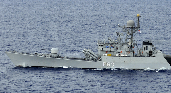 Tàu hộ tống INS Kulish trang bị tên lửa dẫn đường của Hải quân Ấn Độ trong một cuộc tập trận. Ảnh: CCO