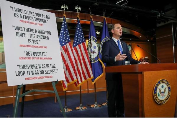 Chủ tịch Ủy ban Tình báo Hạ viện – nghị sĩ Dân chủ Adam Schiff sau khi công bố báo cáo điều tra luận tội Tổng thống Donald Trump, tại Quốc hội ngày 3-12. Ảnh: REUTERS