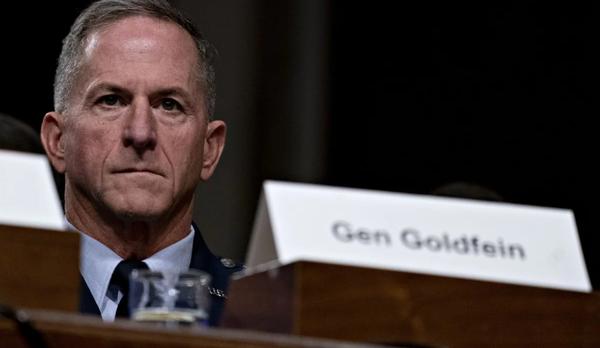 Tướng David Goldfein – Tham mưu trưởng Không quân Mỹ nói nhiệm vụ của quân đội Mỹ là tạo thuận lợi cho các ngoại giao Mỹ trong thương lượng với Trung Quốc. Ảnh: BLOOMBERG