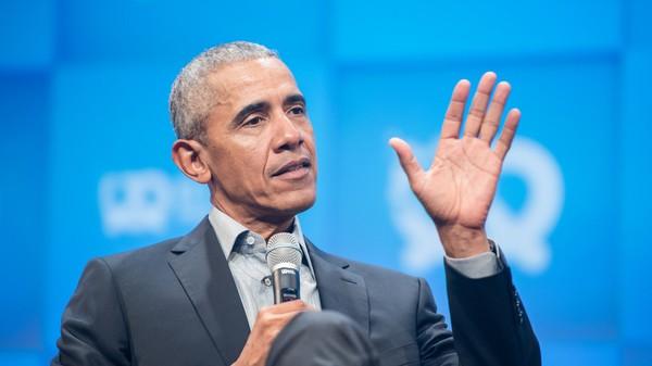 Cựu Tổng thống Mỹ Barack Obama tại sự kiện ở Singapore ngày 16-12, nói rằng thế giới nhiều vấn đề là vì đàn ông già không chịu 'đứng ra bên lề'. Ảnh: GETTY IMAGES