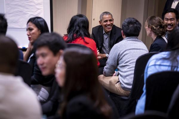 Hình ảnh cựu Tổng thống Mỹ Barack Obama (giữa) đưa lên trang Twitter của mình về sự kiện ở Singapore. Ảnh: TWITTER