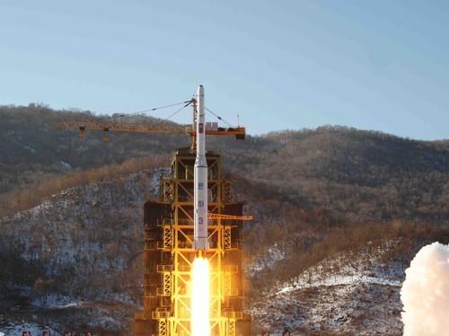 Triều Tiên thực hiện một vụ phóng tên lửa ở cơ sở phóng vệ tinh Sohae ở Tongch'ang-ri thuộc huyện Cholsan, tỉnh bắc Pyongan (Triều Tiên). Ảnh: AP