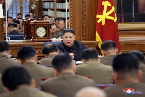 Lãnh đạo Triều Tiên Kim Jong-un tham dự kỳ họp mở rộng thứ ba của Quân ủy Trung ương đảng Lao động Triều Tiên. Ảnh: RODONG SIMUN