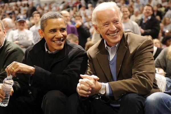 Ông Obama (trái) và ông Biden (phải) thời còn làm việc chung. Ảnh: GETTY IMAGES