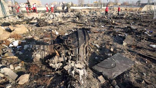 Hiện trường chiếc máy bay Ukraine chở 176 người bị bắn rơi ở Iran. Ảnh: CNN